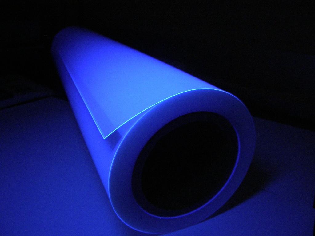 「ブラックライトラミネート」紫外線で発光する透明ラミネートフィルム
